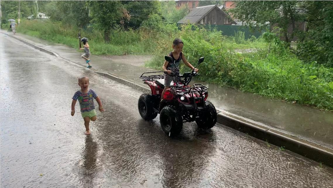 Катание по лужам и под дождем на электро квадроцикле GreenCamel Атакама Т120